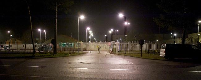Protest gegen den Castor 2010<br />Gegen den Transport von elf Castorbehaeltern im November 2010 protestierten im niedersaechsischen Landkreis Danneberg zehntausende Menschen mit Demonstrationen und Blockaden.<br />Im Bild: 4.000 Menschen blockierten 45 Stunden lang die Strasse vor dem Zwischenlager in Gorleben. Die Polizei brauchte in der Nach des 9. November 2010 etwa 6-8 Stunden um die Sitzblockade, organisiert von der Initiative x-tausend Mal Quer, zu beenden.<br />9.11.2010, Gorleben<br />Copyright: Christian-Ditsch.de<br />[Inhaltsveraendernde Manipulation des Fotos nur nach ausdruecklicher Genehmigung des Fotografen. Vereinbarungen ueber Abtretung von Persoenlichkeitsrechten/Model Release der abgebildeten Person/Personen liegen nicht vor. NO MODEL RELEASE! Don't publish without copyright Christian-Ditsch.de, Veroeffentlichung nur mit Fotografennennung, sowie gegen Honorar, MwSt. und Beleg. Konto: I N G - D i B a, IBAN DE58500105175400192269, BIC INGDDEFFXXX, Kontakt: post@christian-ditsch.de Urhebervermerk wird gemaess Paragraph 13 UHG verlangt.]