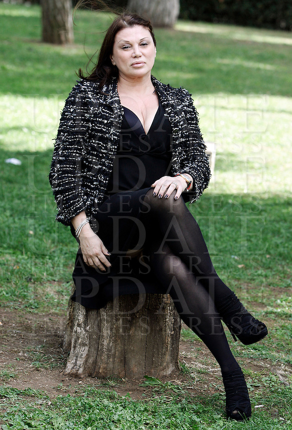 "L'attrice Serena Grandi posa durante un photocall per la presentazione del film ""Una sconfinata giovinezza"" a Roma, 4 ottobre 2010..Italian actress Serena Grandi poses during a photocall for the presentation of the movie ""Una sconfinata giovinezza"" in Rome, 4 october 2010..UPDATE IMAGES PRESS/Riccardo De Luca"