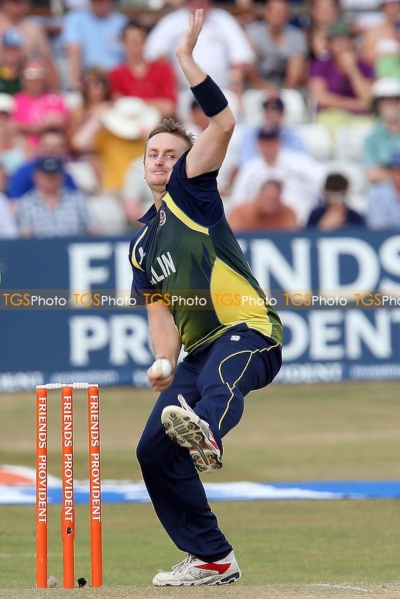 Scott Styris in bowling action for Essex - Essex Eagles vs Somerset Sabres - Friends Provident Twenty 20 T20 Cricket at the Ford County Ground, Chelmsford, Essex -  11/07/10 - MANDATORY CREDIT: Gavin Ellis/TGSPHOTO - Self billing applies where appropriate - Tel: 0845 094 6026