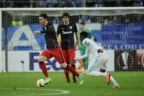 18.02.2016. Marseille, France. UEFA Europa league football. Marseille versus Athletic Bilbao.  Laporte (Bilbao) breaks across the half way line