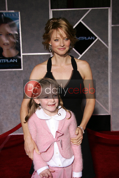 """Jodie Foster and Marlene Lawston<br /> At the premiere of """"Flightplan"""", El Capitan Theater, Hollywood, CA 09-19-05<br /> David Edwards/DailyCeleb.Com 818-249-4998"""