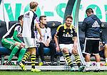 Solna 2015-07-26 Fotboll Allsvenskan AIK - IF Elfsborg :  <br /> AIK:s Jos Hooiveld har g&aring;tt av planen efter en skada under matchen mellan AIK och IF Elfsborg <br /> (Foto: Kenta J&ouml;nsson) Nyckelord:  AIK Gnaget Friends Arena Allsvenskan Elfsborg IFE skada skadan ont sm&auml;rta injury pain depp besviken besvikelse sorg ledsen deppig nedst&auml;md uppgiven sad disappointment disappointed dejected