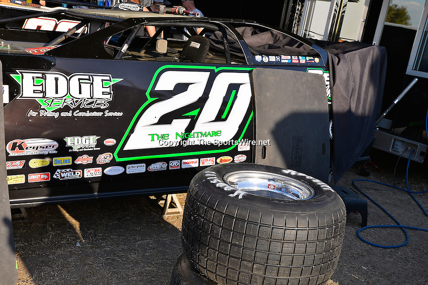 Feb 20, 2014; 5:02:41 PM;  Barberville, FL, USA;  World of Outlaws Late Model Series for 43rd Annual DIRTcar Nationals presented by Summit Racing Equipment at Volusia Speedway Park.  Mandatory Credit: (thesportswire.net)