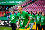 01.05.2019, RheinEnergie Stadion , K&ouml;ln, GER, DFB Pokalfinale der Frauen, VfL Wolfsburg vs SC Freiburg, DFB REGULATIONS PROHIBIT ANY USE OF PHOTOGRAPHS AS IMAGE SEQUENCES AND/OR QUASI-VIDEO<br /> <br /> im Bild | picture shows:<br /> Almuth Schult (VfL Wolfsburg #1) stimmt das &quot;Humba&quot; an, <br /> <br /> Foto &copy; nordphoto / Rauch