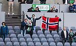 Stockholm 2015-04-25 Fotboll Allsvenskan Hammarby IF - &Aring;tvidabergs FF :  <br /> Hammarbys supportrar p&aring; l&auml;ktaren med en norsk flagga efter matchen mellan Hammarby IF och &Aring;tvidabergs FF <br /> (Foto: Kenta J&ouml;nsson) Nyckelord:  Fotboll Allsvenskan Tele2 Arena Hammarby HIF Bajen &Aring;tvidaberg &Aring;FF supporter fans publik supporters
