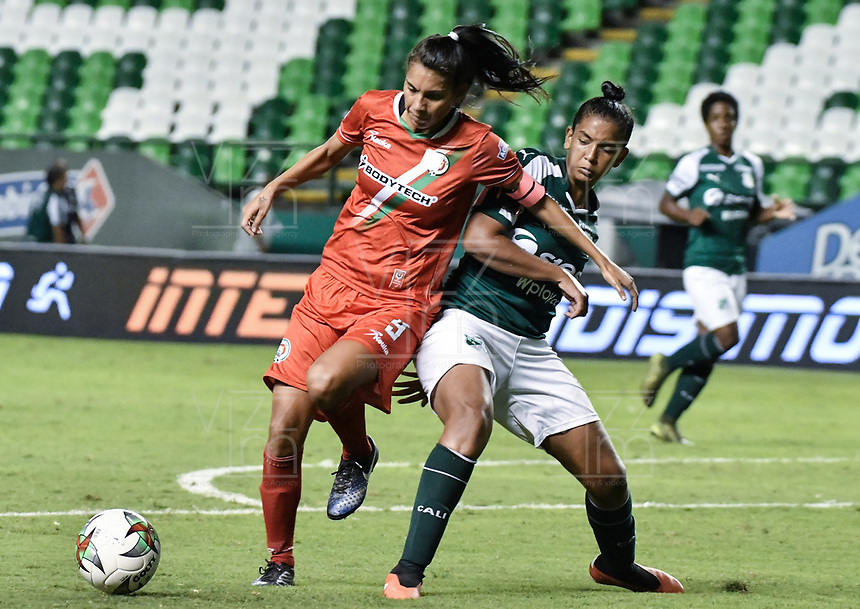 PALMIRA - COLOMBIA, 03-08-2019: Camila Martinez del Cali disputa el balón con Joemar Guarecuco de Cortulua durante partido entre Deportivo Cali y Cortuluá por la fecha 4 de la Liga Femenina Águila 2019 jugado en el estadio Deportivo Cali de la ciudad de Palmira. / Camila Martinez of Cali vies for the ball with Joemar Guarecuco of Cortulua during match between Deportivo Cali and Cortulua for the date 4 as part Aguila Women League 2019 played at Deportivo Cali stadium in Palmira city. Photo: VizzorImage / Gabriel Aponte / Staff