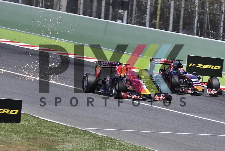 Barcelona, 10.05.15, Motorsport, Formel 1 GP Spanien 2015, Rennen : &Uuml;berholman&ouml;ver von Daniil Kvyat (Red Bull Racing RB11, #26) gegen Max Verstappen (Toro Rosso STR10, #33)<br /> <br /> Foto &copy; P-I-X.org *** Foto ist honorarpflichtig! *** Auf Anfrage in hoeherer Qualitaet/Aufloesung. Belegexemplar erbeten. Veroeffentlichung ausschliesslich fuer journalistisch-publizistische Zwecke. For editorial use only.