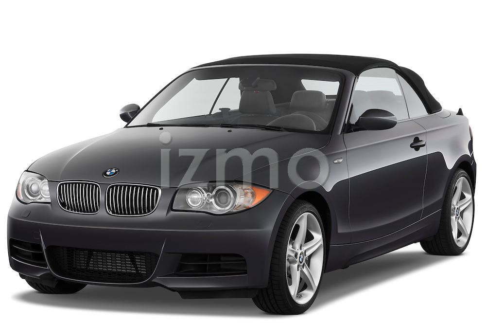 Front three quarter view of a 2007 - 2011 BMW 1-Series 135i convertible.