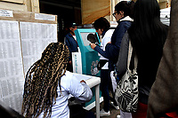 BOGOTÁ – COLOMBIA, 27-05-2018: Personal de la Registraduría Nacional ayudan a los ciudadanos a buscar su puesto de votación en la Plaza de Bolívar, durante la jornada de elecciones Presidenciales para el periodo 2018-2022. / Staff of the National Registry help citizens to find their polling station in the Plaza de Bolívar, during the presidential election day for the period 2018-2022. Photo: VizzorImage/ Luis Ramirez / Staff.