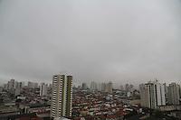 SAO PAULO, SP, 21/06/2012, CLIMA TEMPO.<br /> <br /> Mais uma manh&atilde; chuvosa na capital paulista, a previs&atilde;o &eacute; que a chuva perca a intensidade apartir de amanh&atilde; (22).<br /> <br />  Luiz Guarnieri/ Brazil Photo Press