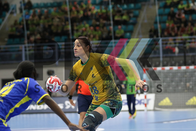 Kolding (DK), 07.12.15, Sport, Handball, 22th Women's Handball World Championship, Vorrunde, Gruppe C, DR Kongo-Brasilien : Eduarda Amorim (Brasilien, #18)<br /> <br /> Foto &copy; PIX-Sportfotos *** Foto ist honorarpflichtig! *** Auf Anfrage in hoeherer Qualitaet/Aufloesung. Belegexemplar erbeten. Veroeffentlichung ausschliesslich fuer journalistisch-publizistische Zwecke. For editorial use only.