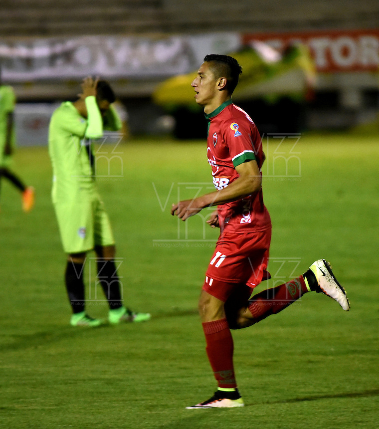 TUNJA - COLOMBIA -22-07-2016: Mauricio Gomez, jugador Patriotas FC, celebra el gol anotado a Cortulua, durante partido Patriotas FC y Cortulua, por la fecha 5 de la Liga de Aguila II 2016 en el estadio La Independencia en la ciudad de Tunja. / Mauricio Gomez, player of Patriotas FC, celebrates a scored goal to Cortulua, during a match Patriotas FC and Cortulua, for date 5 of the Liga de Aguila II 2016 at La Independencia stadium in Tunja city. Photo: VizzorImage  /  Cesar Melgarejo / Cont.