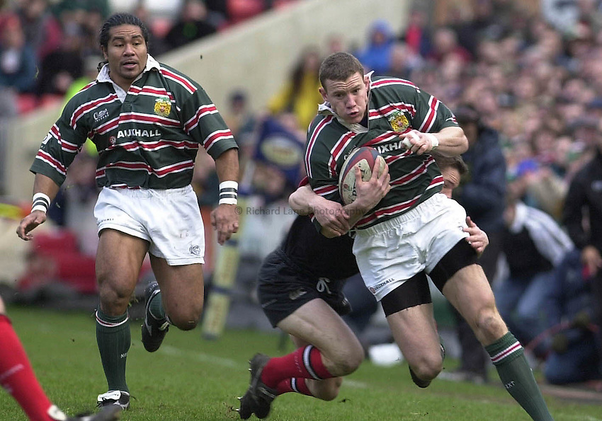 Photo Mike Brett 91200 Leicester v Saracens Tetley ..Leicester full back Tim Stimpson attacks with Fereti Tuilagi in support.