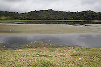 SAO PAULO, SP, 20.10.2014 - SECA  / SÃO PAULO / GUARAPIRANGA - Represa do Guarapiranga, na área que divide os municípios de São Paulo e Embu-Guaçu, nesta segunda-feira (20). Com a estiagem o nível de água armazenada no reservatório do Sistema Guarapiranga está com 43,2 % de sua capacidade. Este é o segundo maior sistema de água da Região Metropolitana, localizado nas proximidades da Serra do Mar, abastecendo 3,7 milhões de pessoas das zonas sul e sudoeste da capital paulista. (Foto: Fabricio Bomjardim / Brazil Photo Press).