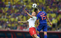 KAZAN - RUSIA, 24-06-2018: Jacek GORALSKI (Izq) jugador de Polonia disputa el balón con Mateus URIBE (Der) jugador de Colombia durante partido de la primera fase, Grupo H, por la Copa Mundial de la FIFA Rusia 2018 jugado en el estadio Kazan Arena en Kazán, Rusia. /  Jacek GORALSKI (L) Mateus URIBEplayer of Polonia fights the ball with xxx (R) player of Colombia during match of the first phase, Group H, for the FIFA World Cup Russia 2018 played at Kazan Arena stadium in Kazan, Russia. Photo: VizzorImage / Julian Medina / Cont