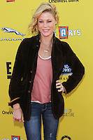 SANTA MONICA, CA, USA - NOVEMBER 16: Julie Bowen arrives at the P.S. ARTS Express Yourself 2014 held at The Barker Hanger on November 16, 2014 in Santa Monica, California, United States. (Photo by Celebrity Monitor)