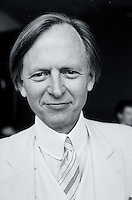 Portrait of Tom Wolfe, author.