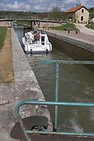 Europe/France/Bourgogne/89/Yonne/ Chatel-Censoir: écluse sur le canal du Nivernais vallée de l'Yonne