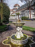 Brunnen an der Kurpromenade, Meran-Merano, Bozen &ndash; S&uuml;dtirol, Italien<br /> Fountain at spa promenade, Meran-Merano, province Bozen-South Tyrol, Italy