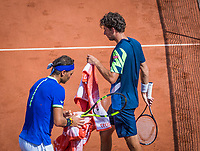 Paris, France, 31 May, 2017, Tennis, French Open, Roland Garros, Robin Haase (NED) (R) passing Rafael Nadal (ESP) at changeover<br /> Photo: Henk Koster/tennisimages.com