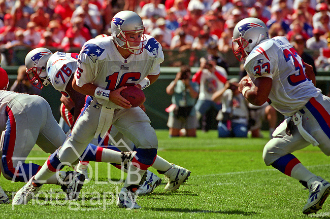 San Francisco 49ers vs. New England Patriots at Candlestick Park Sunday, September 17, 1995.  49ers beat Patriots 28-3.  New England Patriots quarterback Scott Zolak (16) hands off to full back Sam Gash (33).