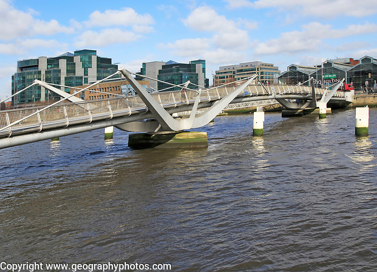 Sean O'Casey bridge crossing River Liffey, Dublin Docklands, Ireland, architect Cyril O'Neill and O'Connor Sutton Cronin Consulting Engineers 2005