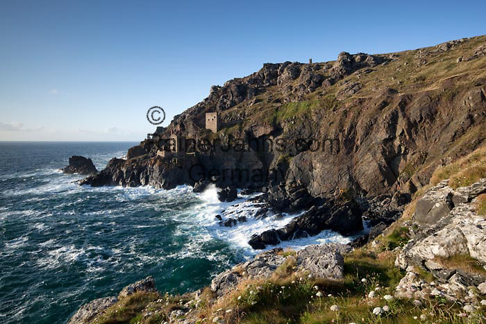 GBR, Grossbritannien, England, Cornwall, Botallack, bei St. Just: Ruine einer Zinnmine an der rauhen Westkueste Cornwalls | GBR, Great Britain, England, Cornwall, Botallack, near St Just: Ruins of tin mines on rugged West Cornwall  coastline