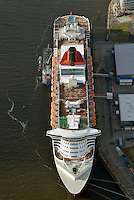 Queen Mary 2: EUROPA, DEUTSCHLAND, HAMBURG, (EUROPE, GERMANY), 10.11.2013:Queen Mary 2 das weltgroesstes Passagierschiff und Flaggschiff der britischen Cunard Line  im Hamburger Hafen vor der Hafencity,