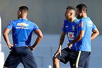 GOIANIA, GO, 28.07.2016 - BRASIL-JAP&Atilde;O - Neymar (ao centro) durante treino da sele&ccedil;&atilde;o ol&iacute;mpica brasileira de futebol no Est&aacute;dio Serra Dourada, em Goi&acirc;nia (GO), na tarde desta quinta-feira, 28. A equipe enfrentar&aacute; o Jap&atilde;o em partida amistosa no s&aacute;bado (30), em prepara&ccedil;&atilde;o para os Jogos Ol&iacute;mpicos do Rio.<br />  (Foto: Marcos Souza/Brazil Photo Press)