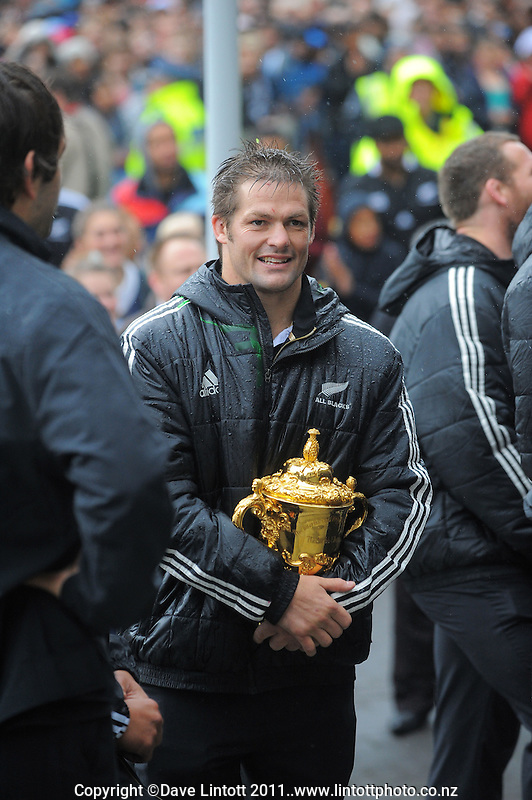 All Blacks captain Richie McCaw with the Webb Ellis trophy during the New Zealand All Blacks 2011 IRB RWC celebration parade in Wellington, New Zealand on Wednesday, 26 October 2011. Photo: Dave Lintott / lintottphoto.co.nz