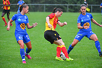 20200819, Sint-Amandsberg , GENT , BELGIUM : Lens's midfielder Amelie Coquet (M) with Gent's Lynsdey Van Belle (L)  and Gent's Elise Meijerinck (R) pictured during a friendly soccer game between KAA Gent ladies and RC Lens ladies in the preparations for the coming season 2020 - 2021 of Belgian Women's SuperLeague and French second division , Wednesday 19 th of August 2020 in JAGO Sint-Amandsberg / Gent, Belgium . PHOTO SPORTPIX.BE | STIJN AUDOOREN