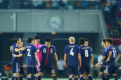 Japan team group (JPN),<br /> SEPTEMBER 10, 2013 - Football / Soccer :<br /> Japan players gather before the start of the second half during the Kirin Challenge Cup 2013 match between Japan 3-1 Ghana at Nissan Stadium in Kanagawa, Japan. (Photo by Kenzaburo Matsuoka/AFLO)