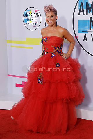 LOS ANGELES, CA - NOVEMBER 19: Pink attends the 2017 American Music Awards at Microsoft Theater on November 19, 2017 in Los Angeles, California, USA Credit: John Rasimus/MediaPunch ***FRANCE, SWEDEN, NORWAY, DENARK, FINLAND, USA, CZECH REPUBLIC, SOUTH AMERICA ONLY***
