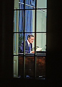 United States President George H.W. Bush rehearses his speech to announce a cease-fire in the ground operations of Operation Desert Storm in the Oval Office of the White House in Washington, D.C. on February 27, 1991..Credit: Arnie Sachs / CNP