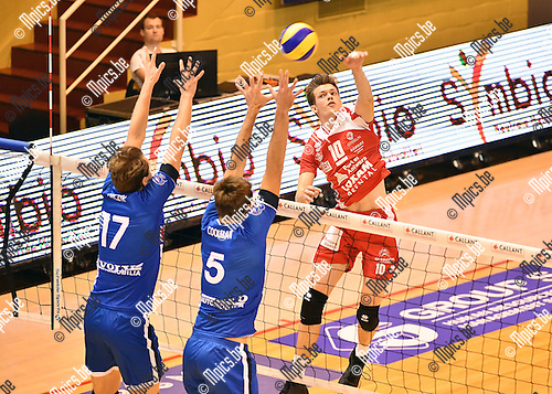 2016-10-16 / Volleybal / Seizoen 2016-2017 / Antwerpen - Roeselare / Jolan Cox (Antwerpen) tegenover Orczyk (17) en Coolman<br /> <br /> ,Foto: Mpics.be