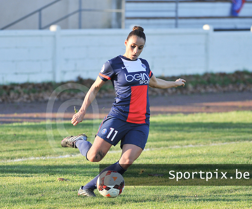 20131211 - HENIN-BEAUMONT , France :  PSG's Jessica Houara pictured during the female soccer match between FC Henin Beaumont and Paris Saint-Germain Feminin , of the Ninth matchday in the French First Female Division . Wednesday 11 December 2013. PHOTO DAVID CATRY