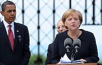 Besuch des Präsidenten der vereinigten Staaten von Amerika (USA) Barack Obama vom 4. bis 5. Juni 2009 in der Bundesrepublik Deutschland - Visite in der Mahn- und Gedenkstätte Buchenwald auf dem Ettersberg bei Weimar (Freitag der 5.6.2009) - im Bild:  Kanzlerin Angela Merkel richtet ihre Worte nach dem Rundgang an die Presse - neben ihr US-Präsident Barack Obama . Porträt Foto: Norman Rembarz..