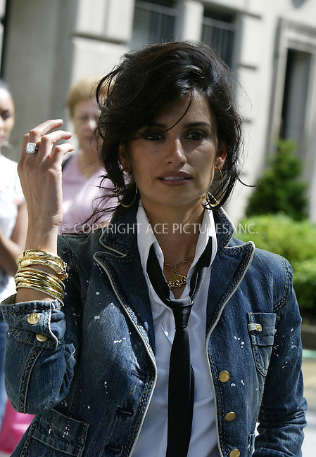 WWW.ACEPIXS.COM ** ** ** ....NEW YORK, JUNE 28, 2005....Penelope Cruz and Sean 'P. Diddy' Combs are seen shooting the new Sean John advertisements with the legendary photographer Peter Lindbergh.....Please byline: Philip Vaughan -- ACE PICTURES.. *** ***  ..Ace Pictures, Inc:  ..Craig Ashby (212) 243-8787..e-mail: picturedesk@acepixs.com..web: http://www.acepixs.com