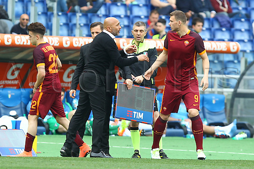 03.04.2016. Stadium Olimpico, Rome, Italy.  Serie A football league. Derby Match SS Lazio versus AS Roma. Spalletti coach of Roma speaks with Edin Dzeko as he goes on
