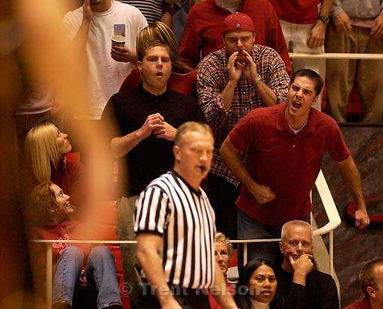 Salt Lake City - Fans yell at referee. Utah vs. Arizona State basketball Saturday night at the Huntsman Center. 12.07.2002, 7:23:08 PM<br />