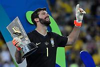 Rio de Janeiro (RJ), 07/07/2019 - Copa América / Final / Brasil x Peru -   O Goleiro Alisson durante premiação de Campeão da Copa América, no Estádio Maracanã, neste domingo, 07. (Foto: Ricardo Botelho/Brazil Photo Press)