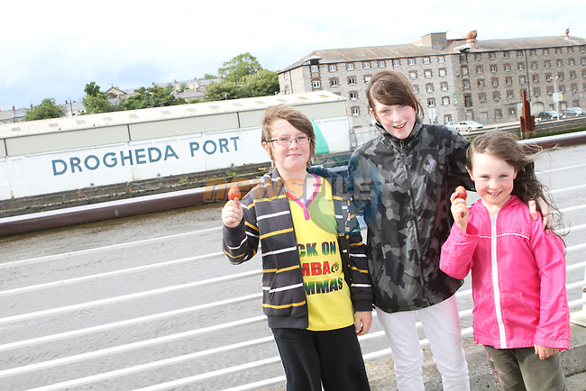 Jack, Meg and Katie Duff at the Launch of the Samba Festival at the d Hotel....Photo NEWSFILE/Jenny Matthews.