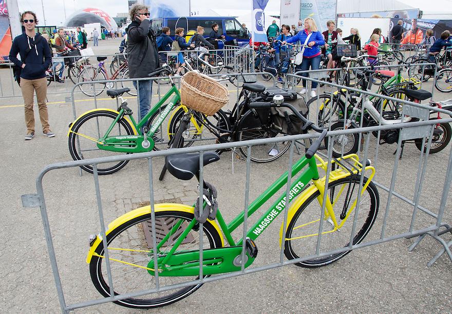 18juni Scheveningen<br /> Drukte rond de Volvo ocean race. Het vervoer per fiets word gestimuleerd.<br /> <br /> (c)renee teunis