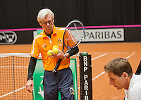 April 15, 2015, Netherlands, Den Bosch, Maaspoort, Fedcup Netherlands-Australia, Training session Dutch team,  coach Martin Bohm and right captain Paul Haarhuis<br /> Photo: Tennisimages/Henk Koster