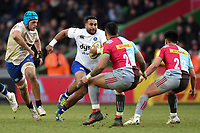 Cooper Vuna of Bath Rugby goes on the attack. Aviva Premiership match, between Harlequins and Bath Rugby on March 2, 2018 at the Twickenham Stoop in London, England. Photo by: Patrick Khachfe / Onside Images