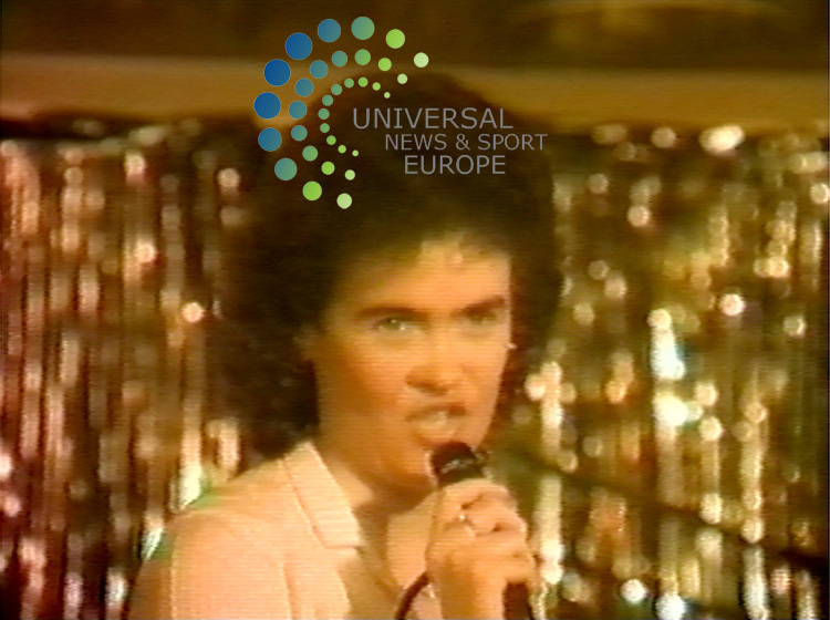 Susan Boyle performing at a pub singing contest in 1984.