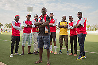 Jean-Marie Mukasa (vorne), Vorsitzender des offiziellen Arsenal-London-Fanklubs in Kigali, Ruanda. Das Land ist ab der Saison 2018/19 Trikotsponsor des Top-Vereins. Hinten Mitglieder des Fanklubs
