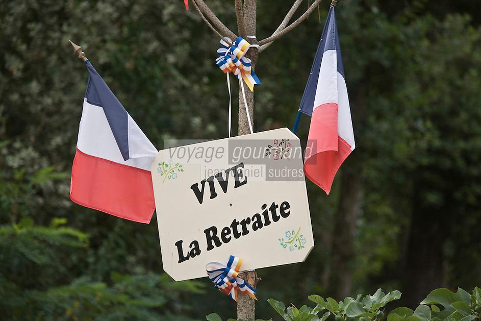 Europe/France/Aquitaine/24/Dordogne/Périgord Noir/Carlux: Mât d'honneur Ancienne coutume perdurant encore, surtout au sud de la France