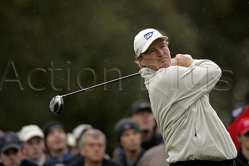 15 Oct 2004: South African golfer Ernie Els (RSA) drives from the 11th tee during his second round match against Angel Cabrera (ARG). HSBC World Matchplay Championship, Wentworth, England. Photo: Glyn Kirk/Actionplus....041015.golf golfer driving drive wood