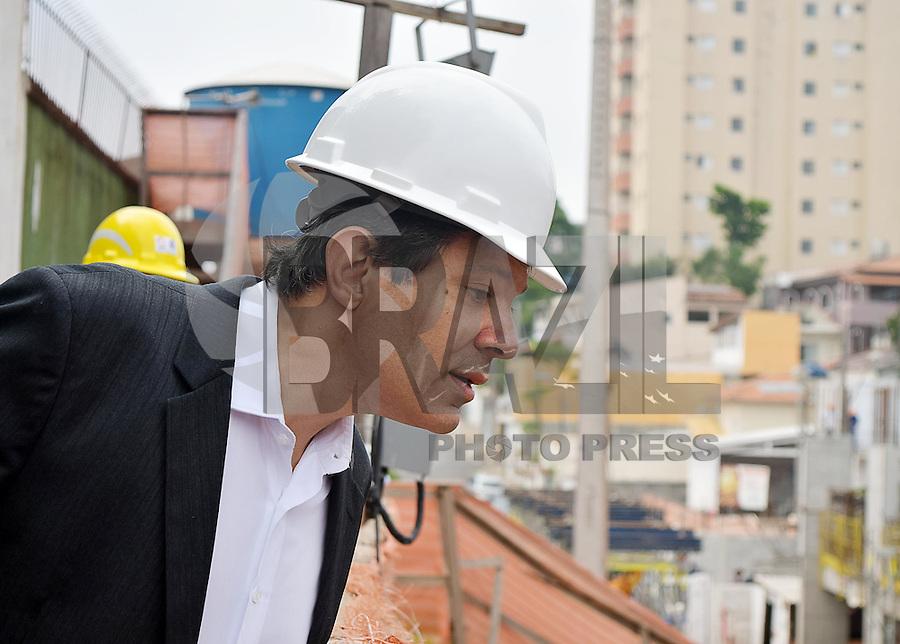 SÃO PAULO,SP 14.10.15 - HADDAD-SP - Fernando Haddad prefeito de São Paulo durante visita às obras de 254 unidades habitacionais da operação urbana Água Espraiada, na Rua: Berlford Duarte nesta quarta-feira,14. (Foto: Eduardo Carmim / Brazil Photo Press)